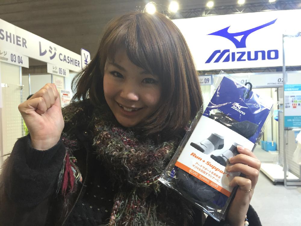 『mizuno』ブースでランニング用のソックスを購入!「売っててよかった〜!」