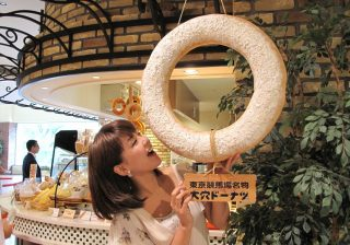 【競馬場はおいしい】人気シリーズ連載!東京競馬場では、名物「大穴ドーナツ」でゲンを担ごう!