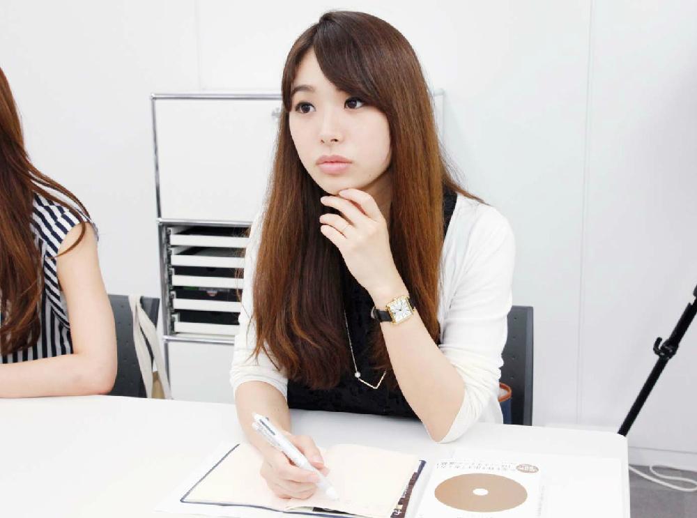 藤川先生ご自身のFXリアル体験談に集中する片桐さん。