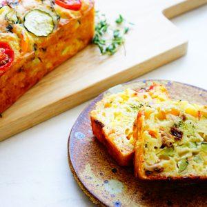 【ダイエット&むくみ防止】オシャレなお惣菜♪ 夏野菜・ズッキーニの『ケークサレ』。