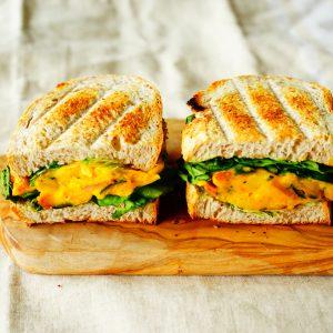 【ビタミン豊富で美肌効果】甘いカボチャにチーズとレーズン♪  『パンプキンサラダのサンドイッチ』