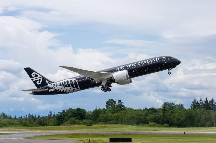 成田・オークランドは現在、全便をボーイング社最新鋭の787-9型機で運航。オールブラックが印象的!