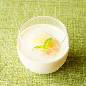 【疲労回復も!】食物繊維たっぷり♪ 夏の冷たいスイーツ『白桃のパンナコッタ』。
