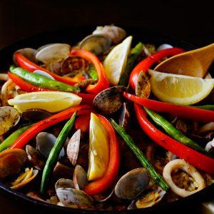 【高タンパク×低カロリー】フライパンで簡単! イカが主役の『魚介のパエリア』。