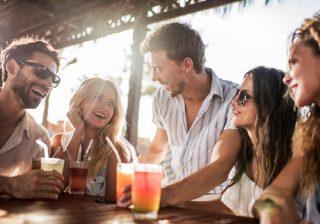 友達から彼女候補に昇格…飲み会で好きな人へのアプローチ方法3つ