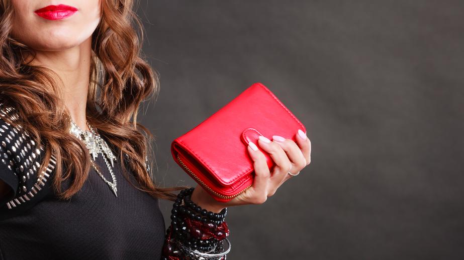 財布は高価でも、中身はチープに!