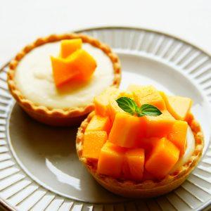 【ミネラル豊富♪】 南国フルーツのお手軽スイーツ『アップルマンゴーのレアチーズタルト』。
