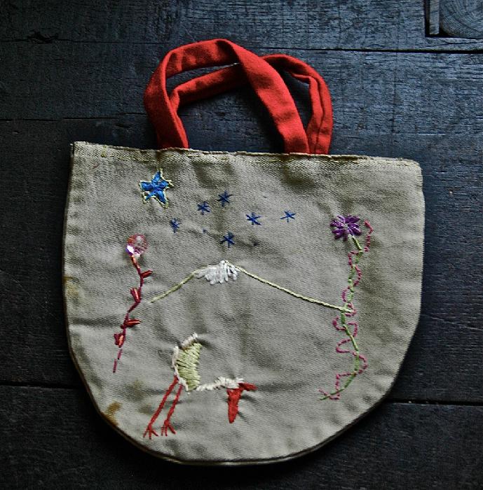 沖さんが大切に保管している娘さんが作ったバッグ。