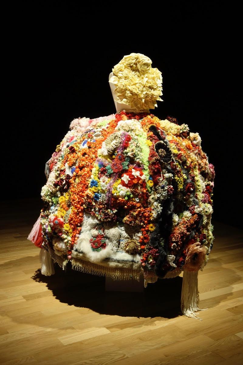 村山留里子«愛のドレス»2004、高橋コレクション 撮影:広川智基、提供:山本現代