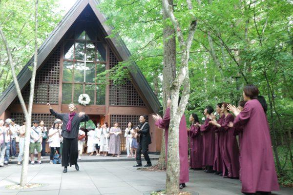 パワフルなゴスペルを聞かせてくれる「軽井沢高原教会クワイア」の皆さん。
