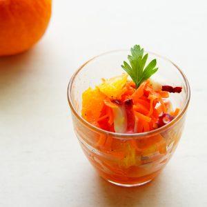 【1日1個のオレンジで美肌キープ!】切って和えるだけで簡単♪ 『オレンジとタコのキャロットサラダ』