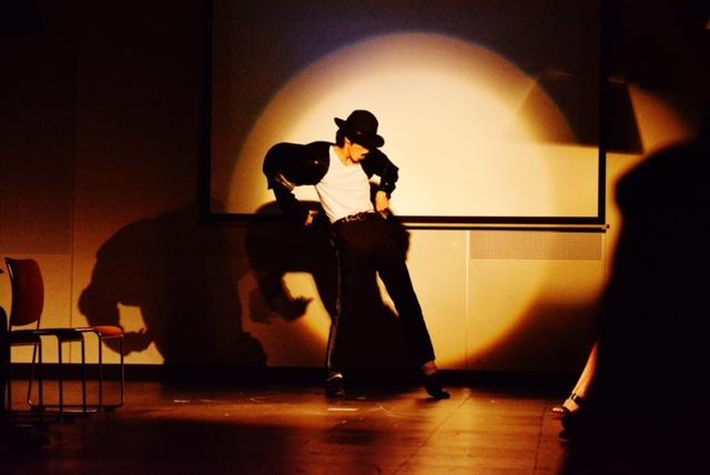 キレのあるダンスに、会場のボルデージも急上昇!