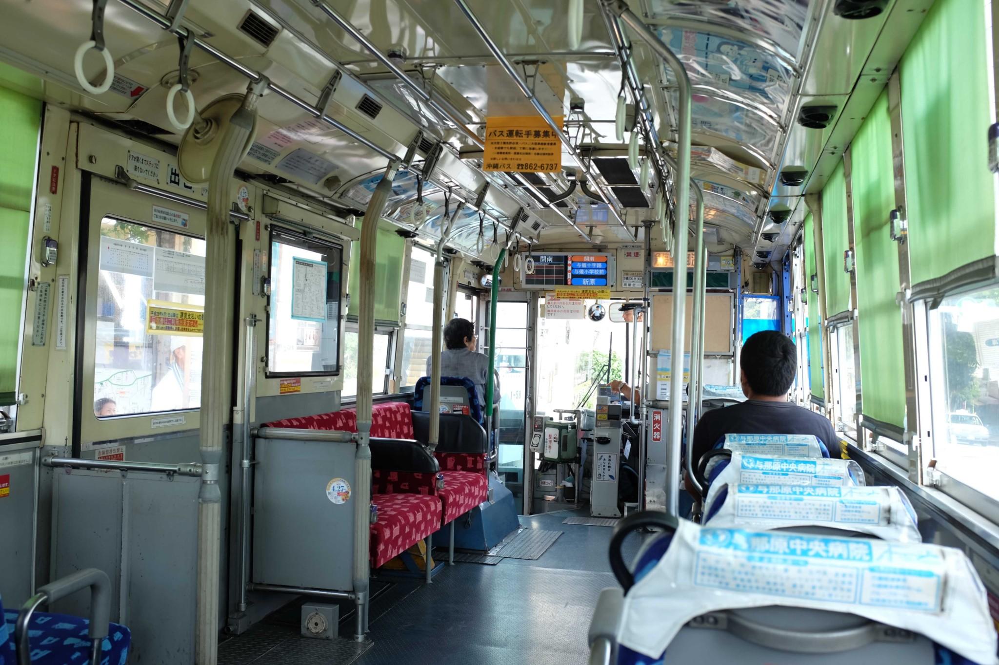 路線バスでのんびり移動もまた一興。