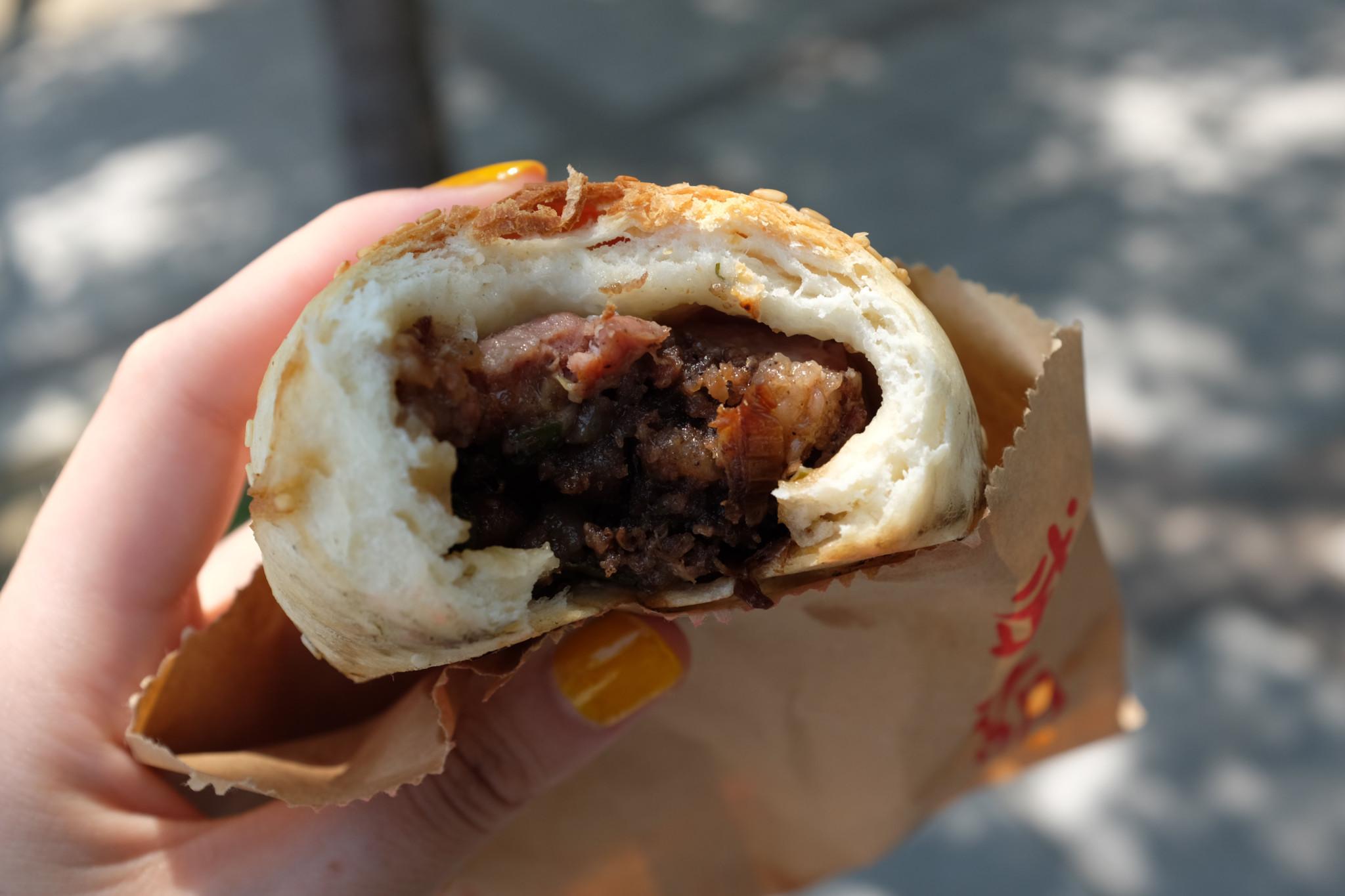 外サク中フワの胡麻餅(45台湾$)。