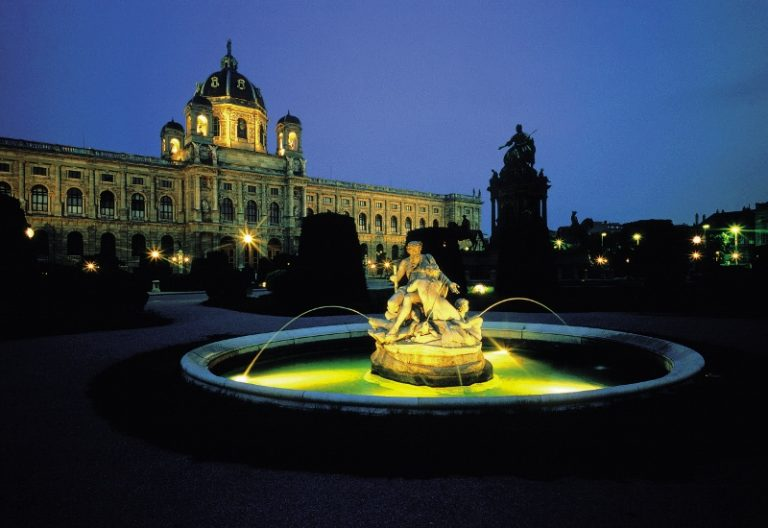 00000007217-kunsthistorisches-museum-am-maria-theresien-platz-oesterreich-werbung-bohnacker-800x550