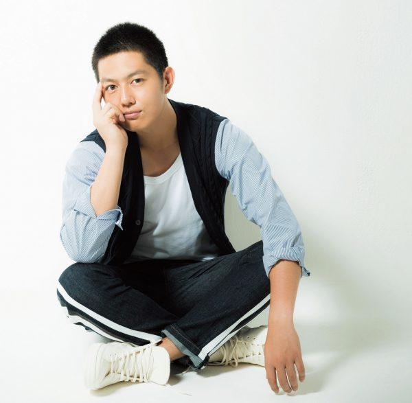 くどう・あすか '91年8月1日生まれ、埼玉県出身。'13 年にNHK 大河ドラマ『八重の桜』、'14年にTBS系『ルーズヴェルト・ゲーム』に出演。現在は関西テレビ・フジテレビ系連続ドラマ『HEAT』に出演中。衣装はすべてスタイリスト私物。