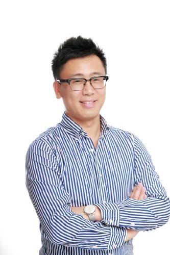 ラジオDJ、テレビVJ、MC、韓国大衆文化ジャーナリスト、帝塚山学院大学客員教授、韓国観光名誉広報大使。奥さまのホミンさんとの共著『韓式ふたりごはん~常備菜と日々のご馳走』が発売中。