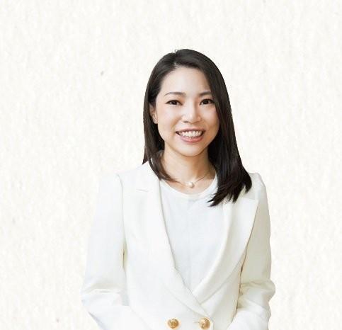 つかこし・ともこ 「東京中央カウンセリング」代表。心理カウンセラーであり、元銀座No.1 ホステス。新刊『3秒で人に好かれる相づちのうち方』(主婦の友社)が近日発売。