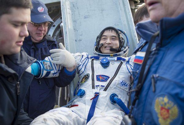 10/30にソユーズMS-01にて帰還した時の大西さん