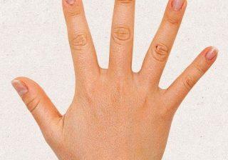 """左手薬指は""""結婚""""運を表す? 爪に白い点があると…"""