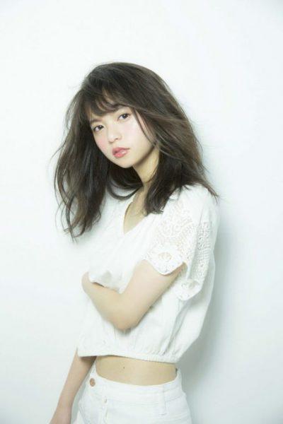 さいとう・あすか 1998年8月10日、東京都生まれ。8頭身で、驚異の小顔を持つ。乃木坂46結成時の最年少メンバーで、現在17歳。雑誌『sweet』のレギュラーモデル。