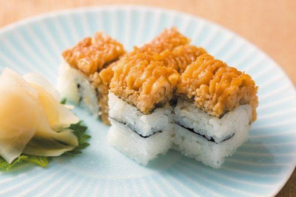 和しょく志喜の「特製ハモ寿司」は、ほろりと口の中でほどける甘辛い鱧の身。写真は2貫。