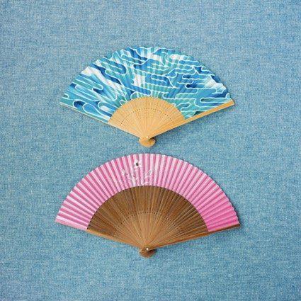 山武扇舗(やまたけせんぽ)の「扇子」 上・中LA(京都のアーティスト)コラボ夏扇子¥3,500 下・夏扇子(なでしこ柄)¥6,000