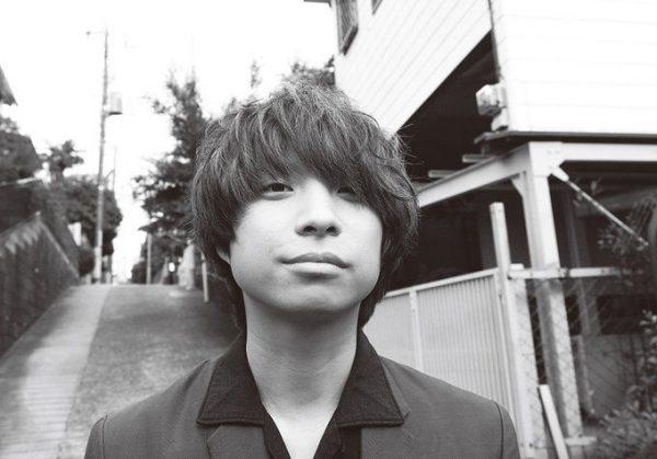 おざき・せかいかん 1984年11月9日、東京都生まれ。'01年、クリープハイプ結成。'09年より、現メンバーで本格的に活動をスタートさせ、'12年メジャーデビュー。映画『自分の事ばかりで情けなくなるよ』『私たちのハァハァ』では音楽を担当。本人役で出演もしている。