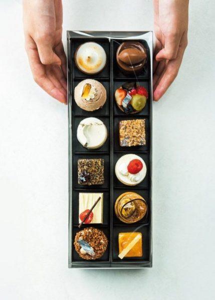 UN GRAIN(アン グラン)の「ミニャルディーズ」は、誰もが歓声をあげる、プチサイズの贅沢なケーキ。12個箱入り¥5,160(税込み)※価格は内容による