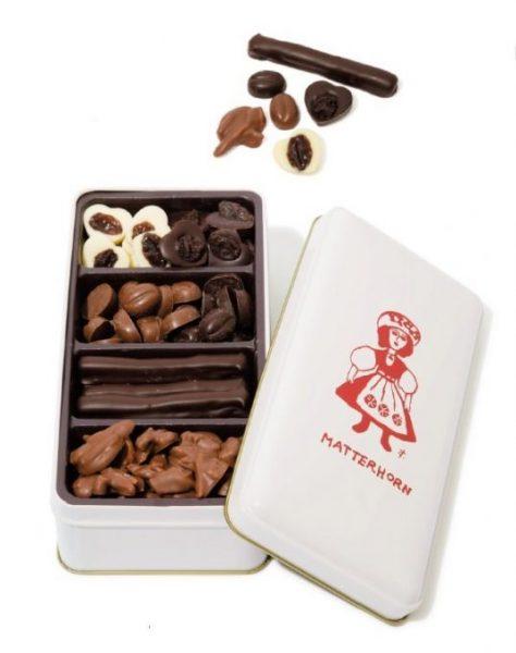 マッターホーンの「缶入りチョコレート詰め合わせ」小¥3,200 おいしいチョコレートをぎゅぎゅっと詰め合わせ。