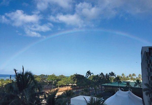 初めての朝、窓一面の虹が!! 迎え入れられた気がして「良いことありそう!」と気持ちが少し楽に。
