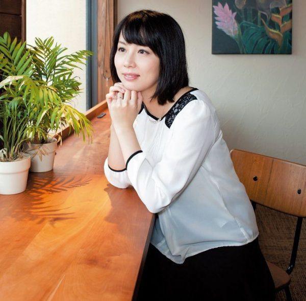 わたや・りさ 作家。1984年、京都府生まれ。2004年、19 歳のとき『蹴りたい背中』で史上最年少の芥川賞作家となる。『ウォーク・イン・クローゼット』(講談社)など、著書多数。