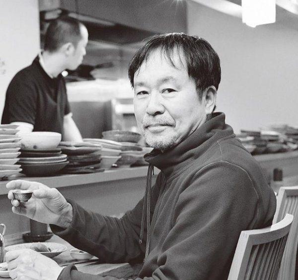 グラフィックデザイナー、文筆家の太田和彦さん。