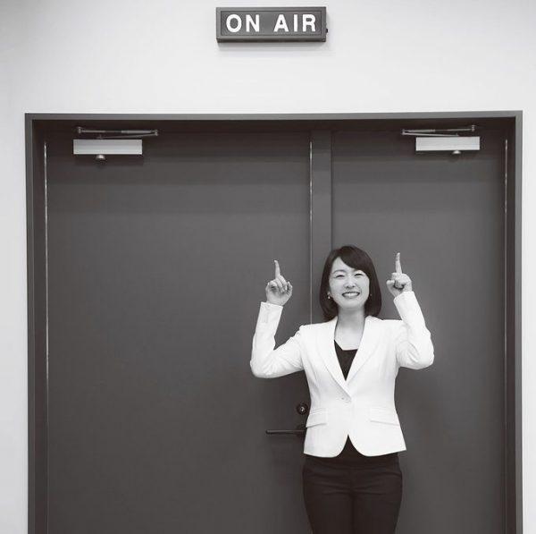 かのう・えり テレビ東京アナウンサー。1986年生まれ、東京都出身。'09年に入社し、同年、隅田川花火大会のヘリコプター中継レポートでアナウンサーデビュー。報道、スポーツ番組を経て、'13年より『モヤモヤさまぁ~ず2』にアシスタントとして出演し、今年10月に番組を卒業。