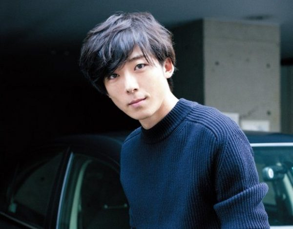 たかはし・いっせい 1980年生まれ、東京都出身。NHK BSプレミアムで放送中のドラマ『プリンセスメゾン』に出演。2017年はNHK大河ドラマへの出演も決まっている。ニット¥58,000(サイ/マスターピースショールームTEL:03・5468・3931) パンツ¥15,000(アダム エロペ/アダム エ ロペTEL:0120・298・133)