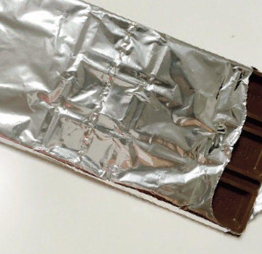 大好物その2、スタンダードなチョコ。板チョコが大好き。ニキビが気になるから、毎日1列で我慢…(泣)。