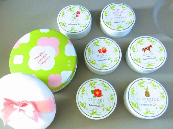 左・「すっぴんパウダー」(グリーンアップルの香り、¥1,600)、右・「ソラシドマーユクリーム」(1個8g、6個入り、¥1,500)