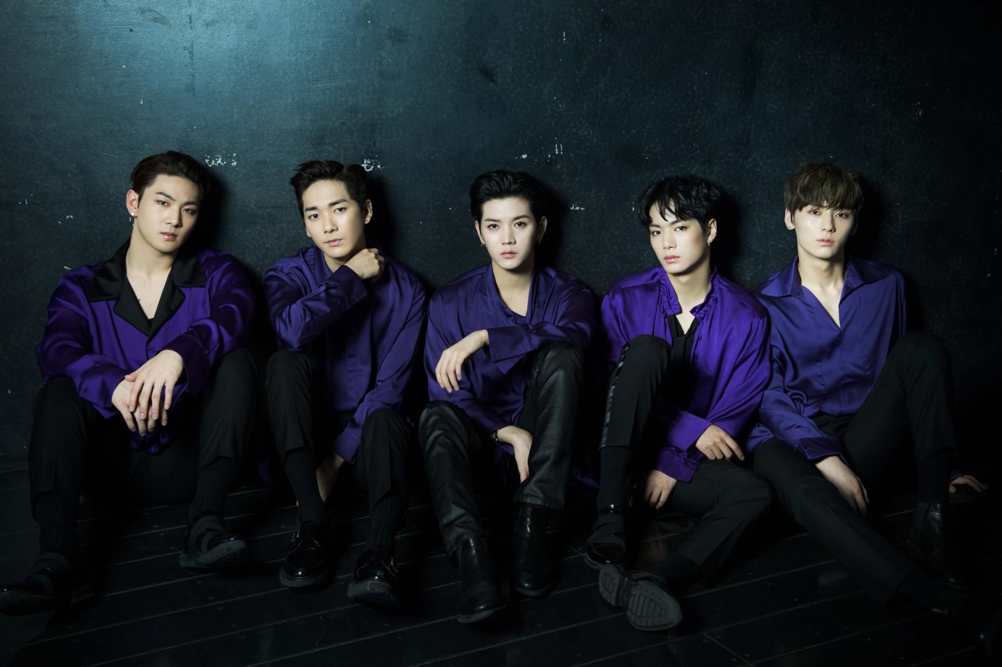 左からベクホ、アロン、レン、JR、ミンヒョン。