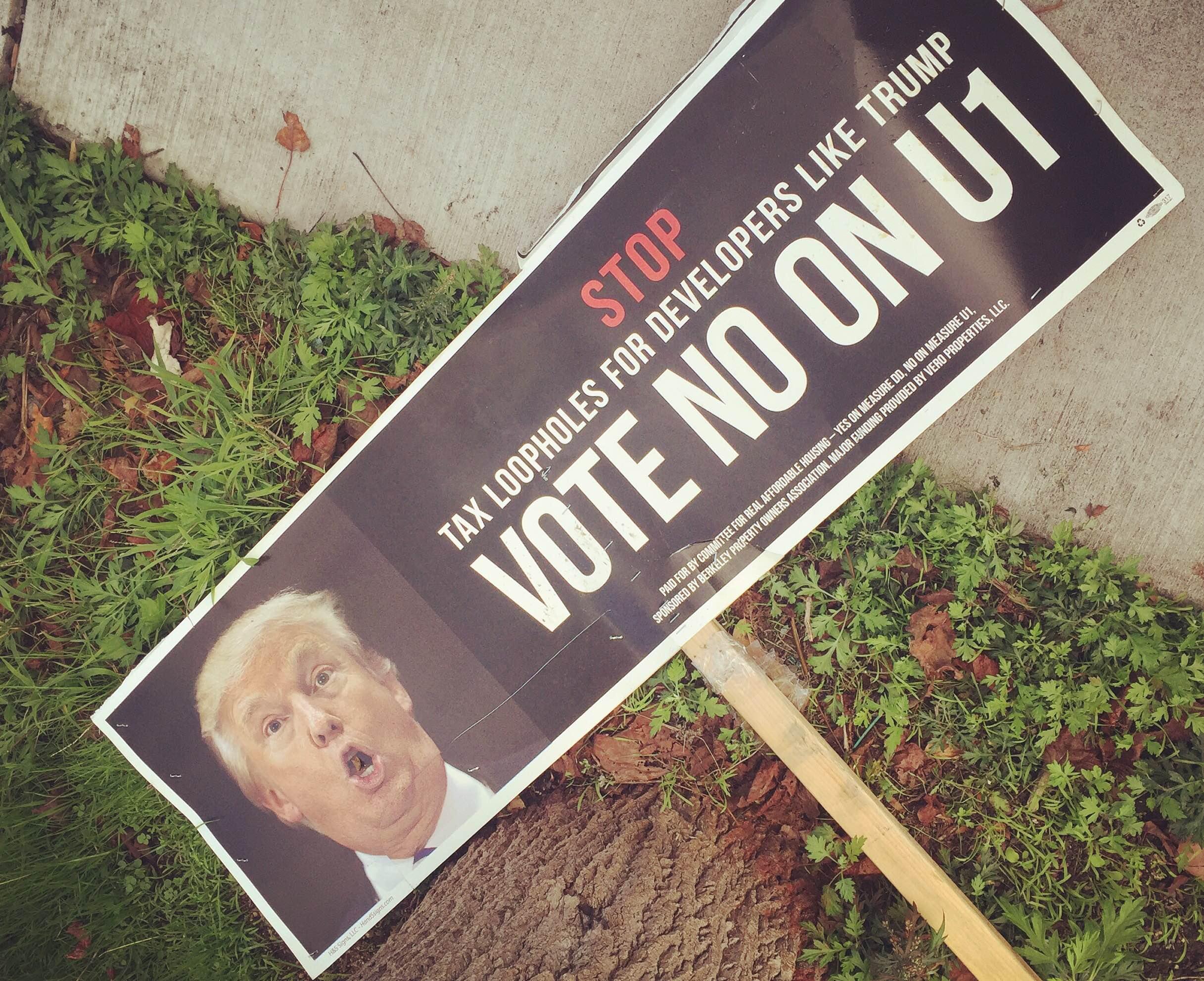 """トランプ大統領が誕生した翌日、バークレーの街を歩いていると『Go back to China! (中国に帰れ!)』とホームレスの男性に叫ばれる。""""Love Trumps Hate(愛は憎しみに勝つ)""""。こんなときだからこそコンパッションの実践が重要だと痛感。ちなみに私は日本人だから中国には帰れないんだぞ。"""