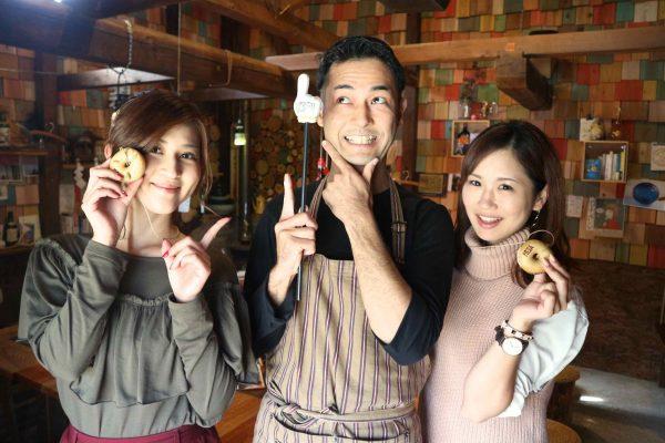 お茶目な店長・山崎さんとのトークも、お店の魅力の1つ。