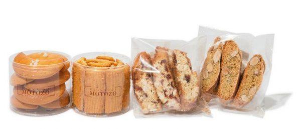 L'atelier MOTOZO(ラトリエ モトゾー) 左から、「サンペッレグリーノ」、「クルミーリ」、「カントゥッチ コン リーベス」、「ビスコット アッレ マンドルレ」。左から¥500 ¥900 ¥600 ¥500 伝統のイタリア菓子を詰め合わせに。