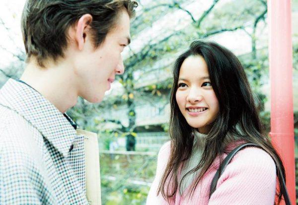 (右)織田梨沙さん 1995年生まれ、千葉県出身。女優、モデル。大和ハウスの新企業CM「故郷2016」篇がオンエア中。来年1月放送のNHK大河ファンタジー『精霊の守り人』シーズン2にも出演予定。宮沢氷魚さん 1994年生まれ、アメリカ出身。MEN'S NON-NO専属モデル。ファッションショーやTVなどでも活躍。『週末の本音タイム 金曜日くらい褒められたい』(BS朝日)に出演中。