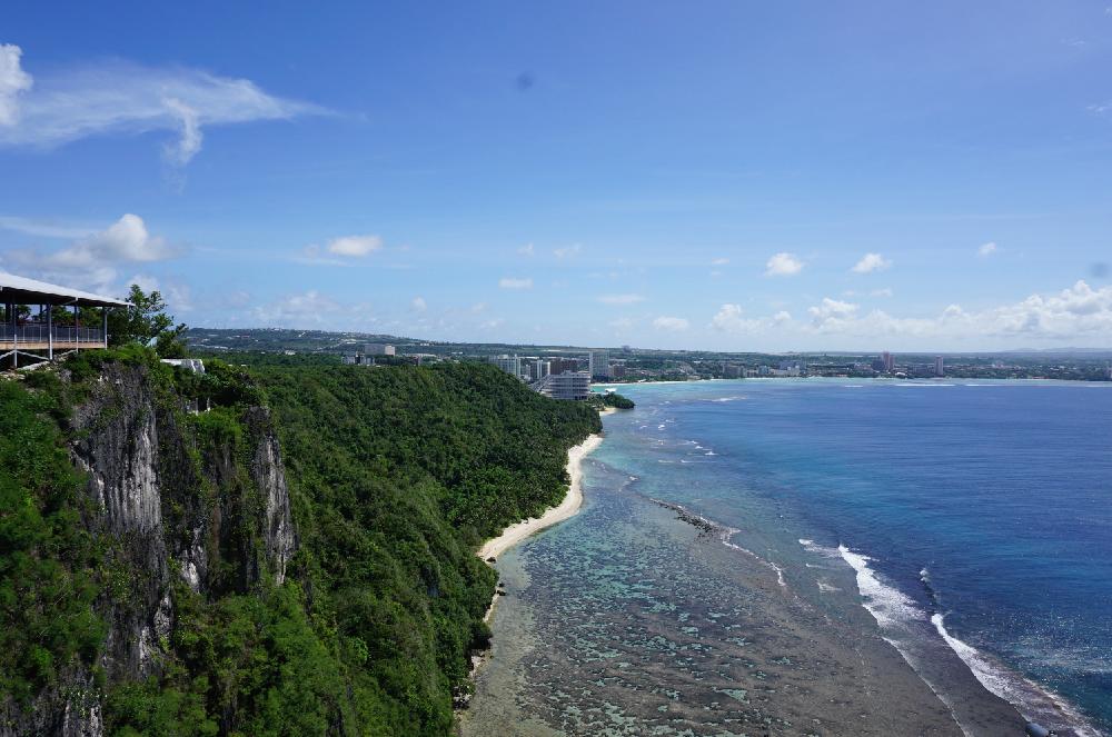 グアムの海岸を見渡せる絶景。
