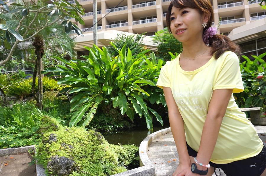南国ランに合う鮮やかイエローのTシャツは「Mizuno+me」。