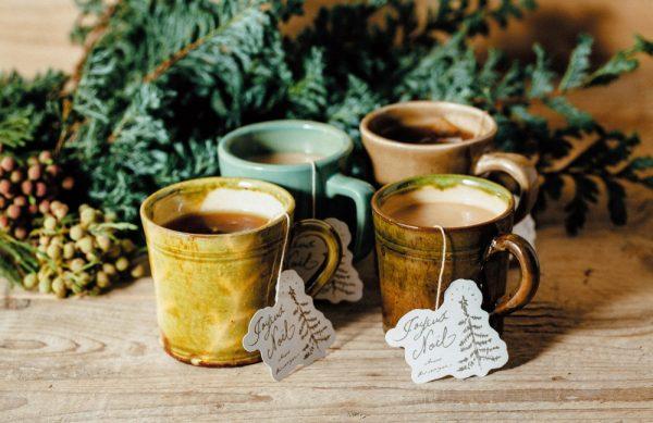 ティーバッグ1袋¥250。茶葉のブレンドはteteria、ティーバッグのタグはイラストレーターのAnanöさんによるもの。数量限定のため、なくなり次第、販売終了。