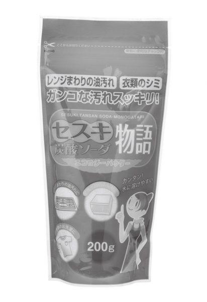 皮脂や垢、血液汚れ、台所のベタベタなどに効力を発揮。環境に優しい洗剤としても知られる。「セスキ炭酸ソーダ物語」200g 参考価格¥185(紀陽除虫菊 TEL:073・492・0010)