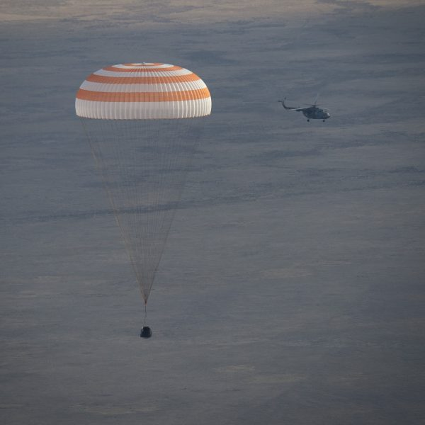 0/30に帰還した際のソユーズの様子。もうすぐカザフスタンに着くところ!(C)JAXA/NASA/Bill Ingalls
