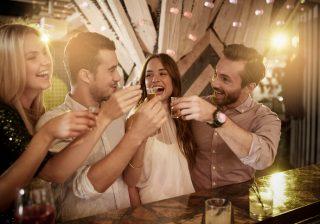 【男子はドン引き!】飲み会でゼッタイ失敗する非モテ行動5つ。