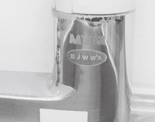 水で流してみると、水垢がスッキリと消えて、蛇口が輝いている。洗浄力にびっくり。