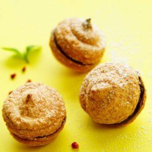 【ピチピチ肌♡】クリスマスに♪ アーモンドが香ばしい『チョコレートガナッシュのダコワーズ』。